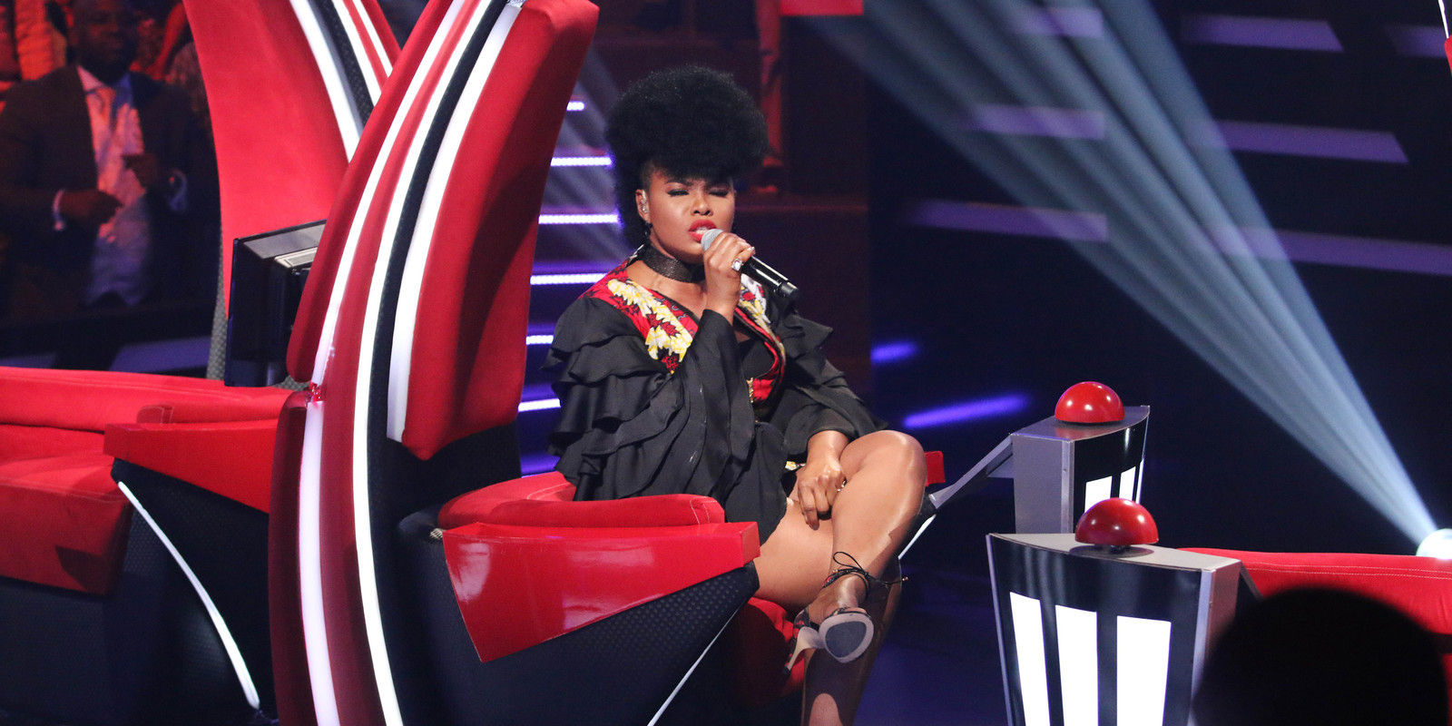 34 yemi alade singing in her seat 007 pre