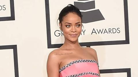 Rihanna_RedCarpet_GrammyAwards