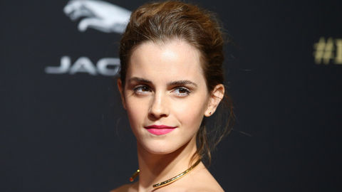 Emma_Watson_Getty_hairup_goldnecklace