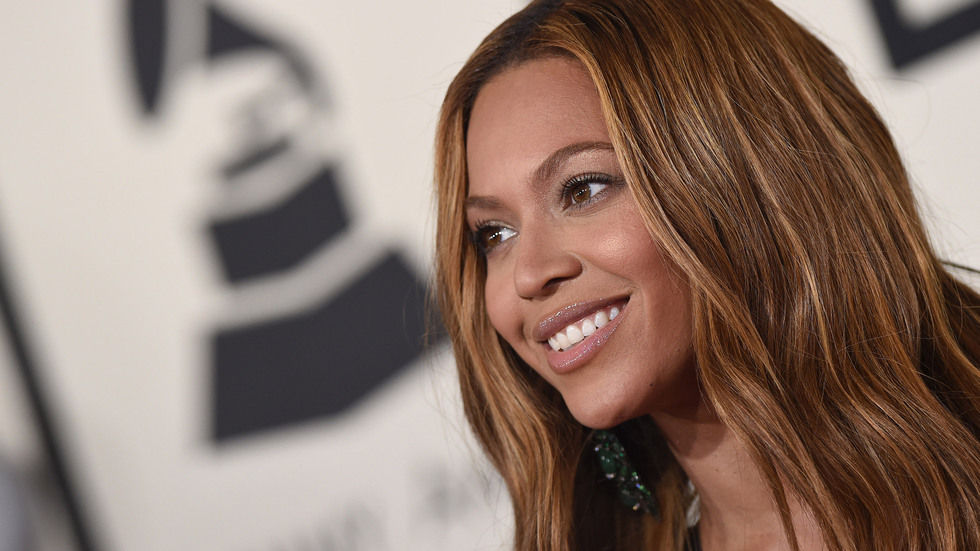 Beyonce smiling at the Grammys