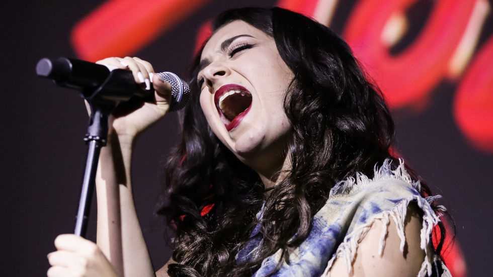 Getty image of Charlie XCX singing.