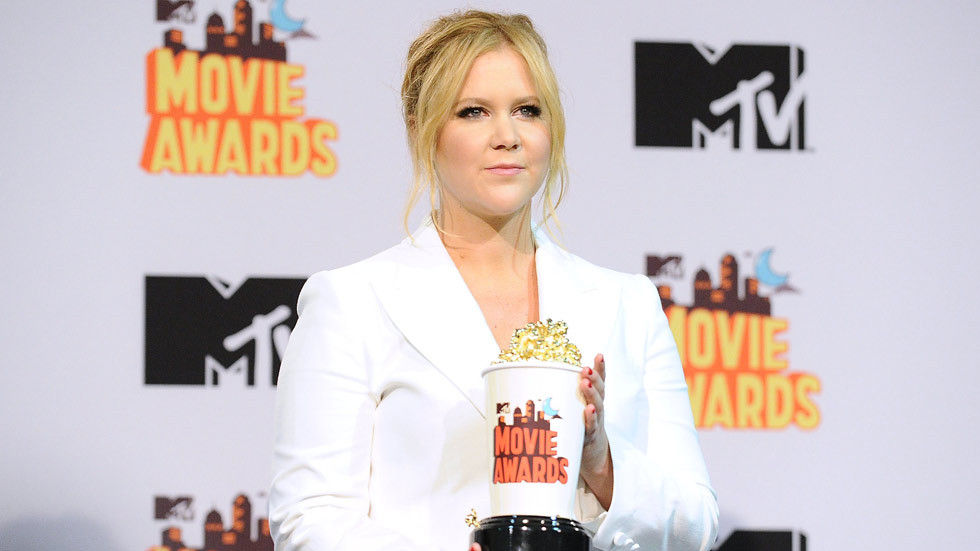 Amy Schumer holding a Golden Popcorn