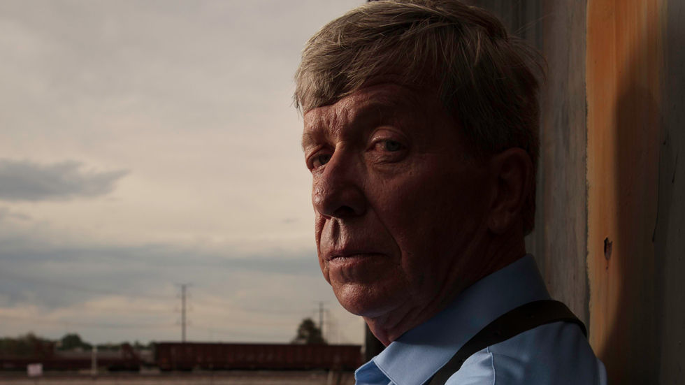 Lieutenant Kenda of Homicide Hunter side glaring to viewer.