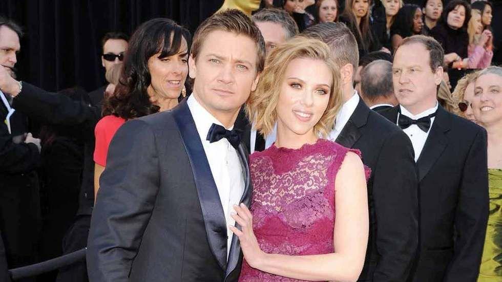 Jeremy-Renner-and-Scarlett-Johansson