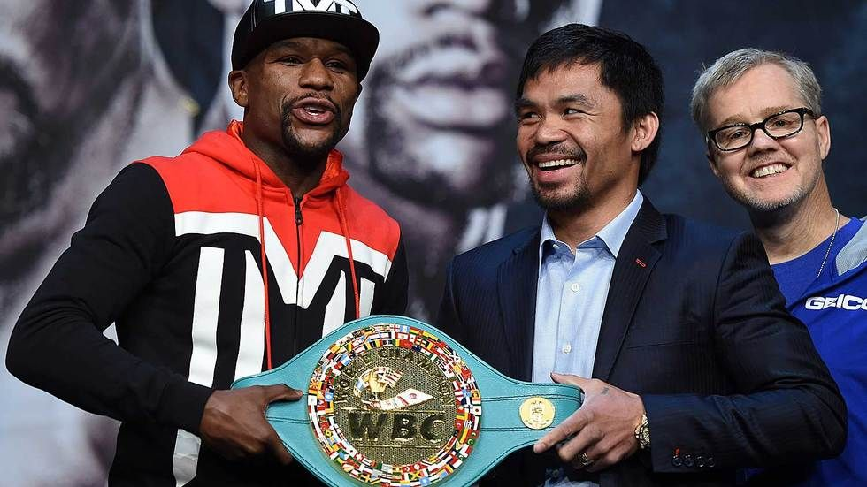 Floyd Mayweather, Manny Pacquiao and Freddie Roach smile for the camera.