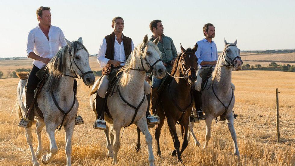 4 irmaos a cavalgarem
