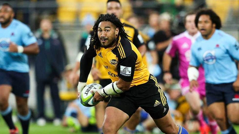 Ma'a Nonu gets ready to pass the ball.