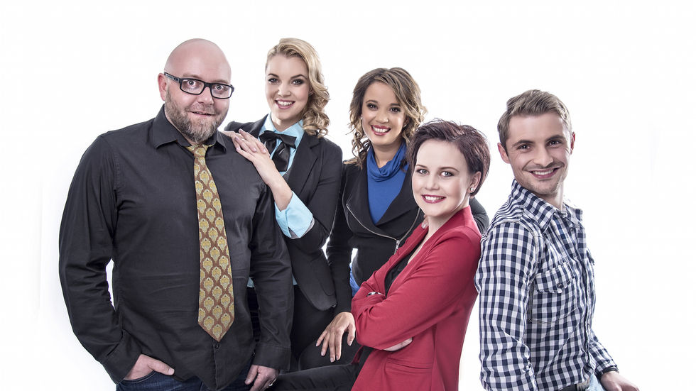 The presenters of GROOTfm's GROOT Ontbyt show on kykNET, channel 144.