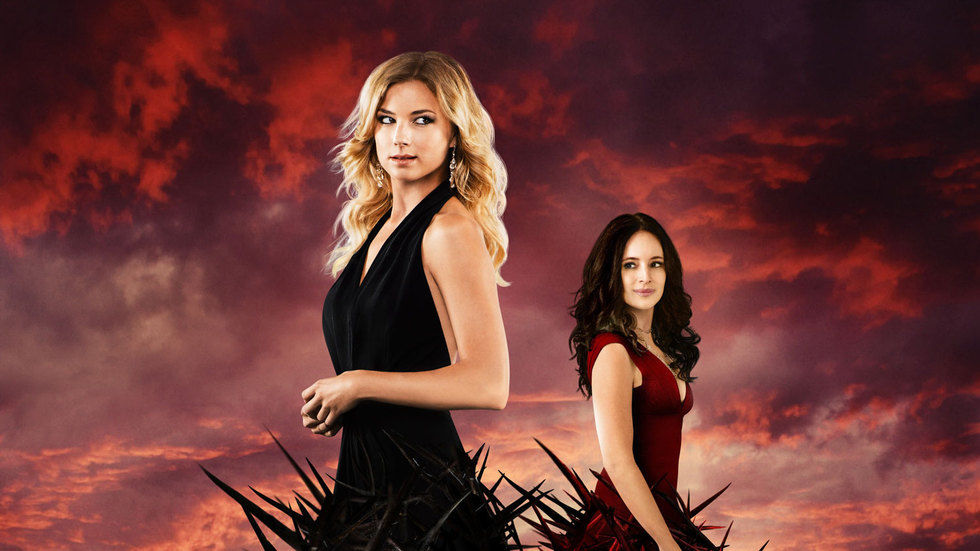Emily VanCamp and Madeleine Stowe as Emily Throne and Victoria Grayson in Revenge.
