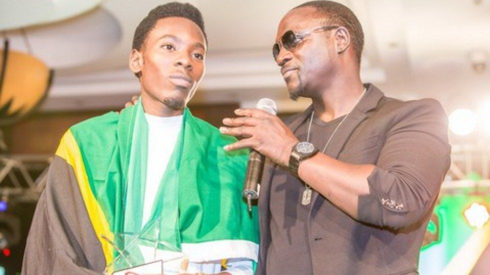 Mshindi wa Airtel Trace Mayunga na Akon