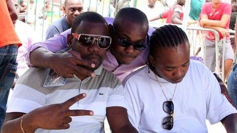 DStv,TT,sari-sari_pousa_para_fotografia_com_rapper_angolano_Reptile