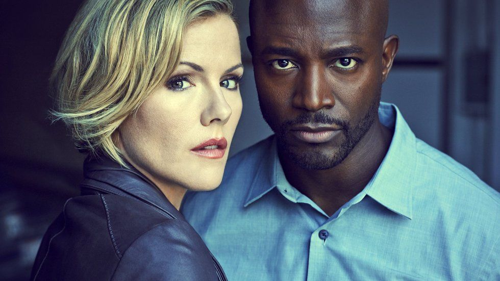 Taye Diggs and Kathleen Robertson in Murder In The First.