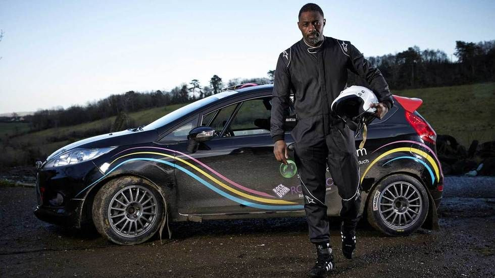 Idris Elba gets out of the car.