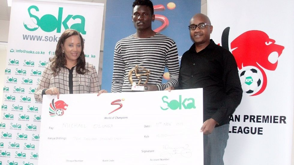 Gor Mahia striker Michael Olunga receiving his fans' award from SuperSport