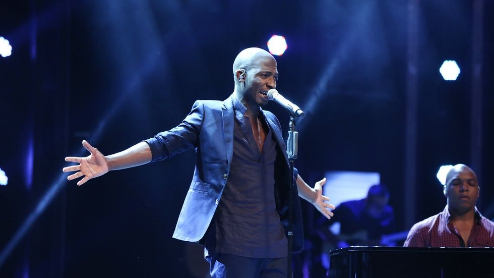 An image of Karabo Mogane performing on the Idols SA stage.