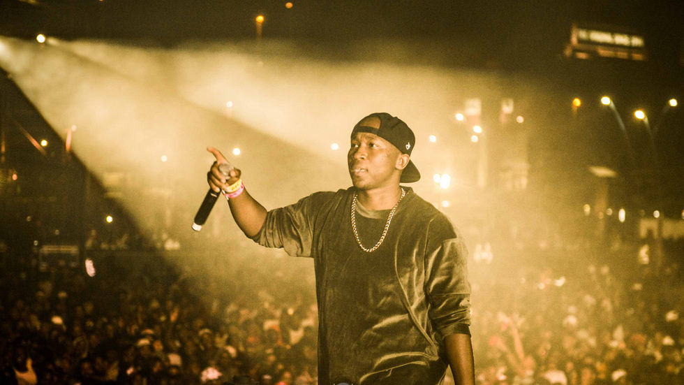 Khuli Chana performs live.