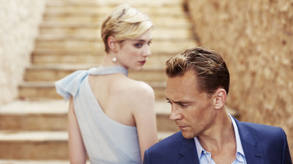 Jed (Elizabeth Debicki), Pine (Tom Hiddleston), The Night Manager. © 2015 AMC Network Entertainment LLC. All Rights Reserved.