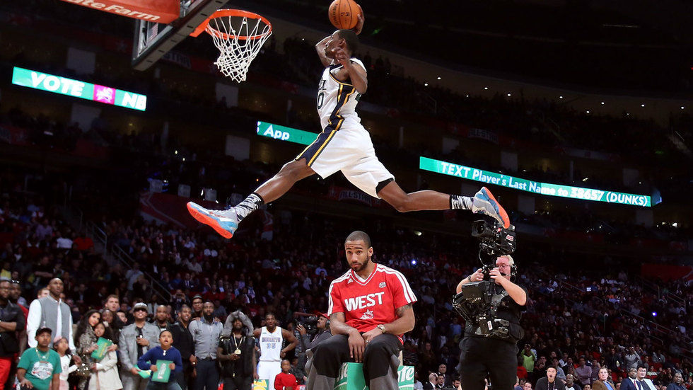Jeremy Evans leaps over Dahntay Jones in the 2013 installment of the Slam Dunk contest.