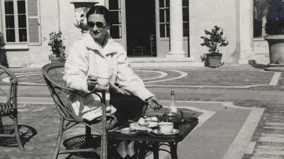 Wallis Simpson enjoys a cup of tea.