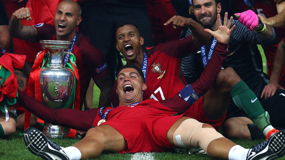 Cristiano Ronaldo with his teammates.