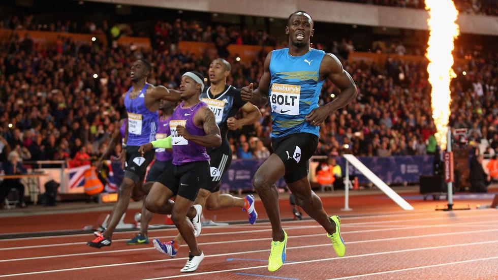 Usain Bolt crosses the finishing line.
