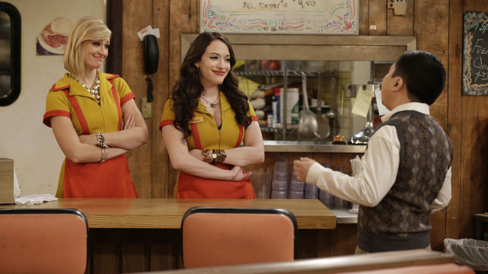 A still from 2 Broke Girls.
