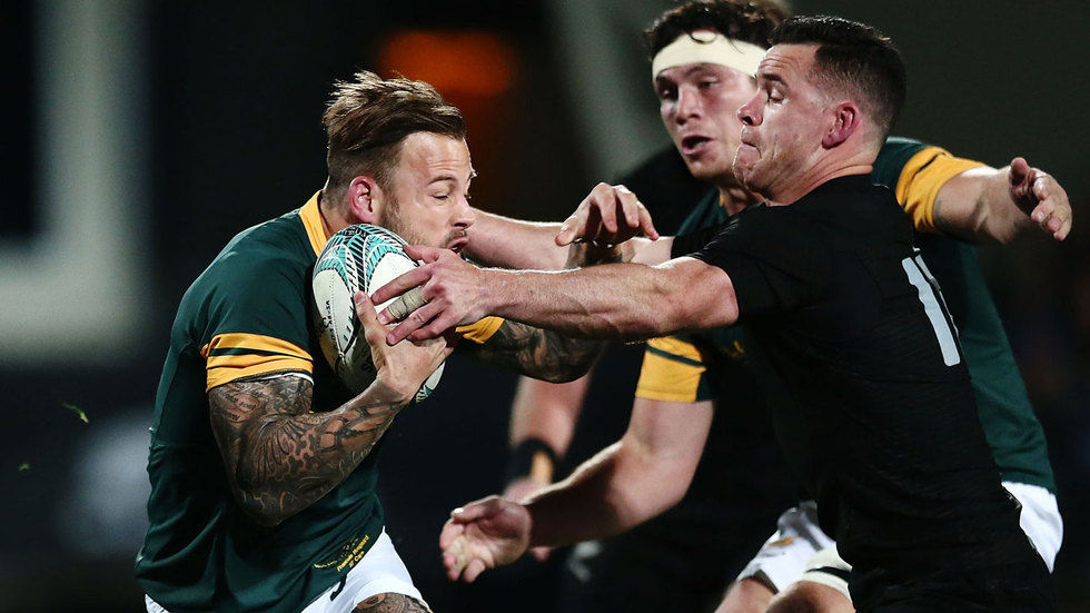 Francois Hougaard getting tackled by Dagg.