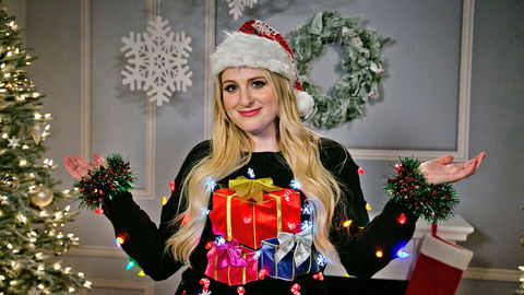 MeghanTrainor_FestiveFashion_DStv