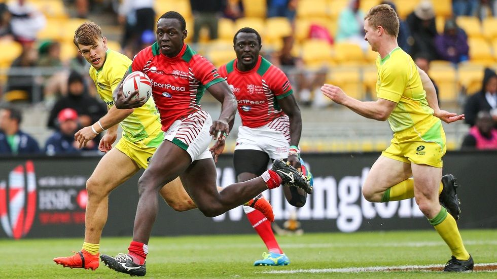 Collins Injera spotting a member of team Kenya