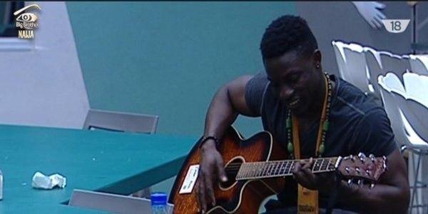 34 rsz debie bassey guitar 2 004 pre