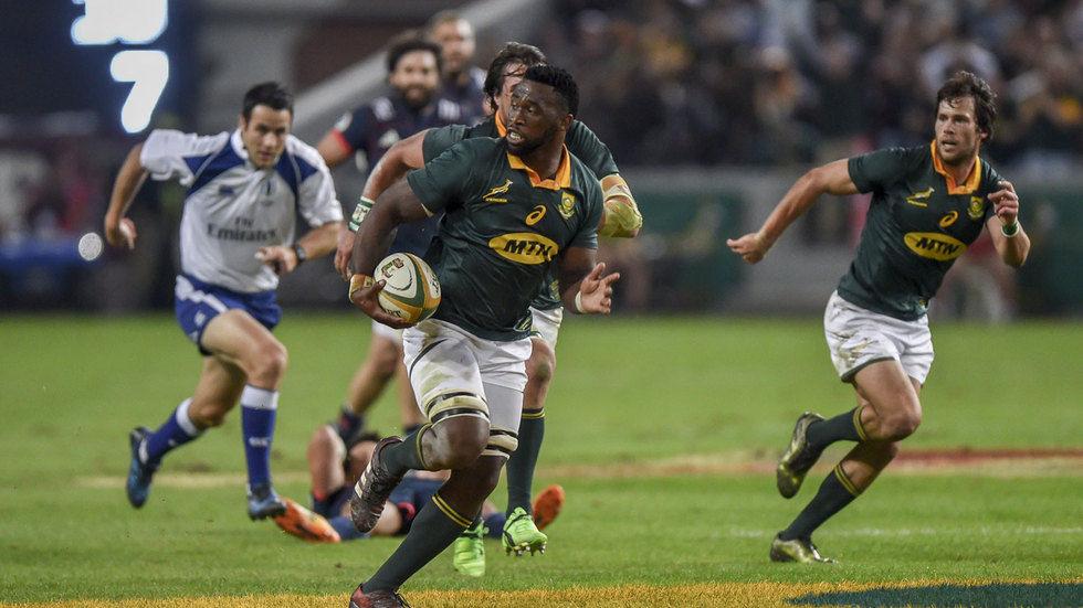Springboks flanker Siya Kolisi on the attack.