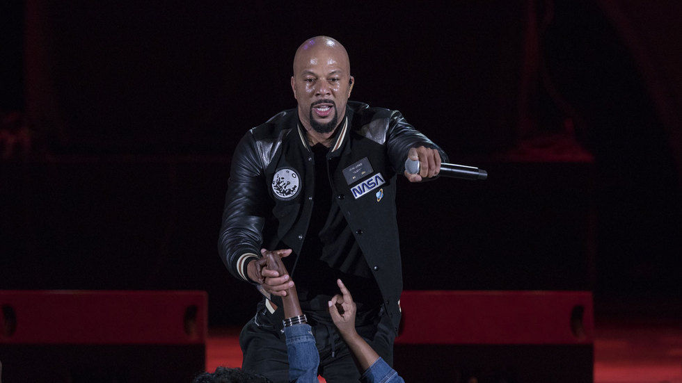 Common perfoming on stage.
