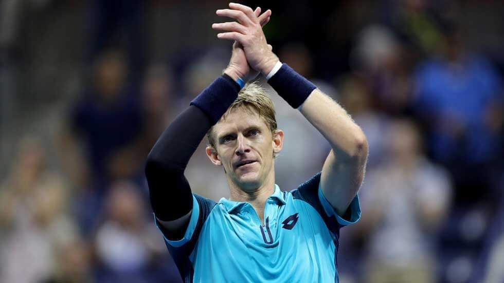 Kevin Anderson acknowledges the crowd at the US Open.