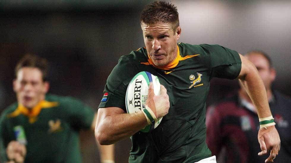 Bakkies Botha runs with the ball.