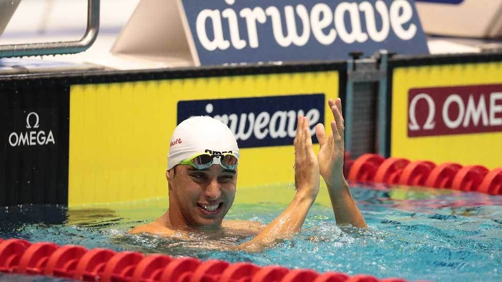 Chad Le Clos celebrates after winning gold.