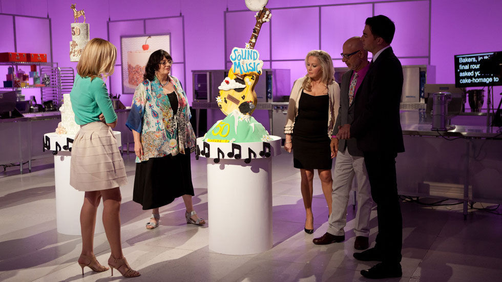 Judges inspect a cake on Extreme Cake Wars on Food Network, DStv channel 175