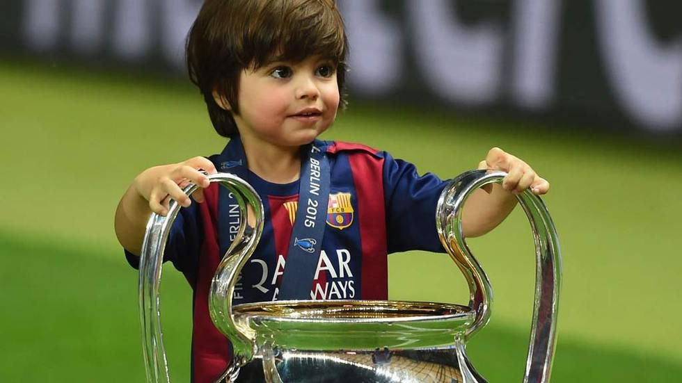 DStv,Getty,CL-trophy,2015,child,barca,HL