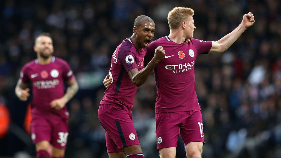Fernandinho and Kevin De Bruyne of Manchester City celebrate a goal.