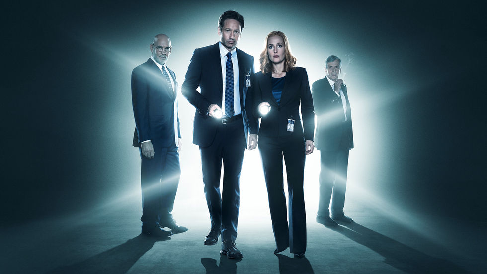 David Duchovny and Gillian Anderson in The X-Files, new episodes coming soon to DStv