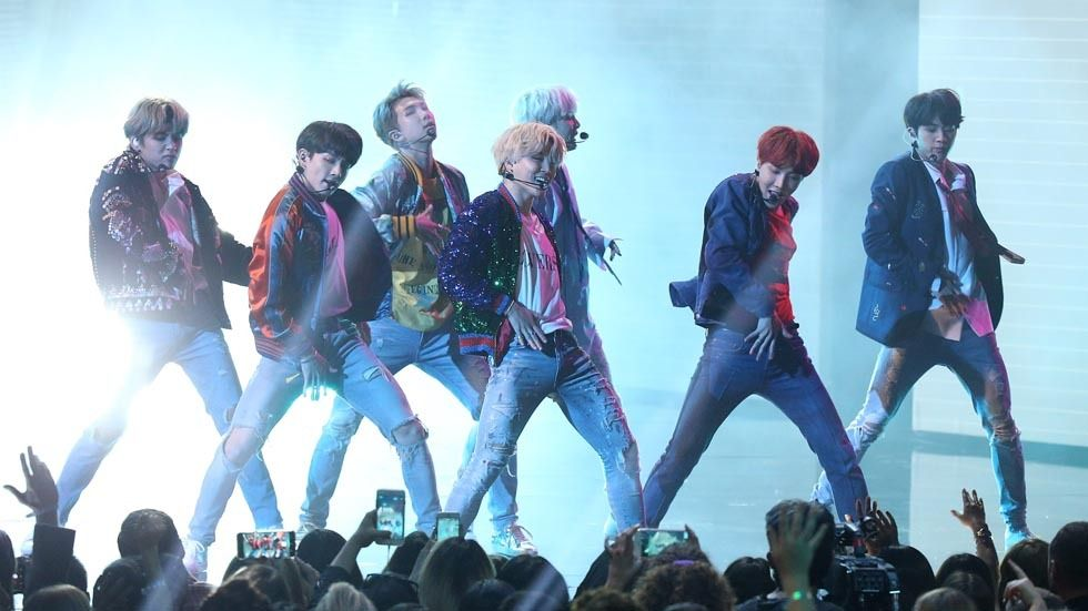 BTS performing DNA at the 2017 AMAs.
