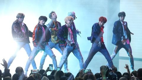 DStv_BTS_DNA_Performance_2017AMAs