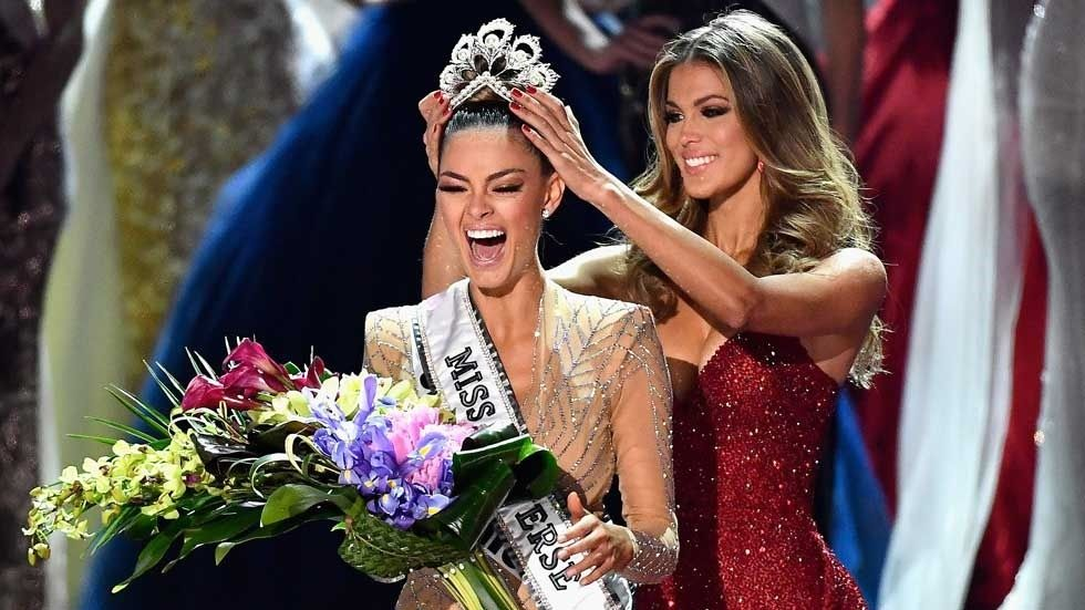 Miss SA Demi-Leigh Nel-Peters being crowned Miss Universe